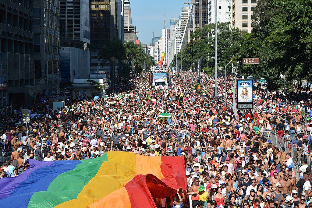 Qual a diferença entre marcha e pride?
