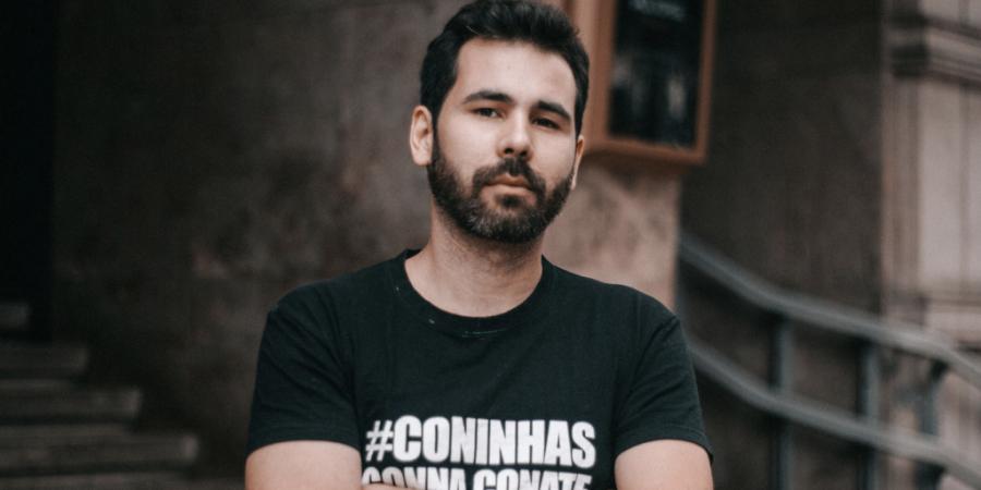 """Entrevista. Guilherme Duarte: """"Se calhar passei ao lado de uma carreira como escritor de lamechices para fazer senhoras de meia idade chorar"""""""