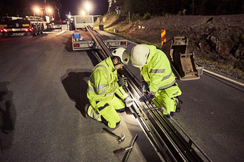 Suécia inaugura primeira estrada que recarrega baterias de automóveis eléctricos