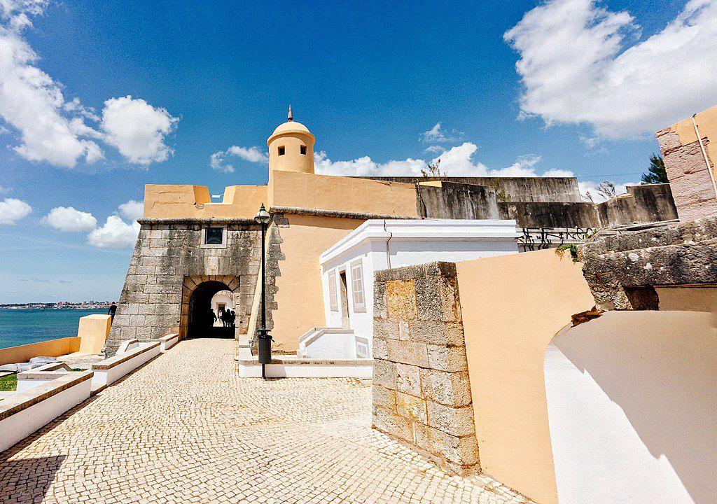 64 jovens artistas vão mostrar as suas criações no Forte de Santo António da Barra, em Cascais
