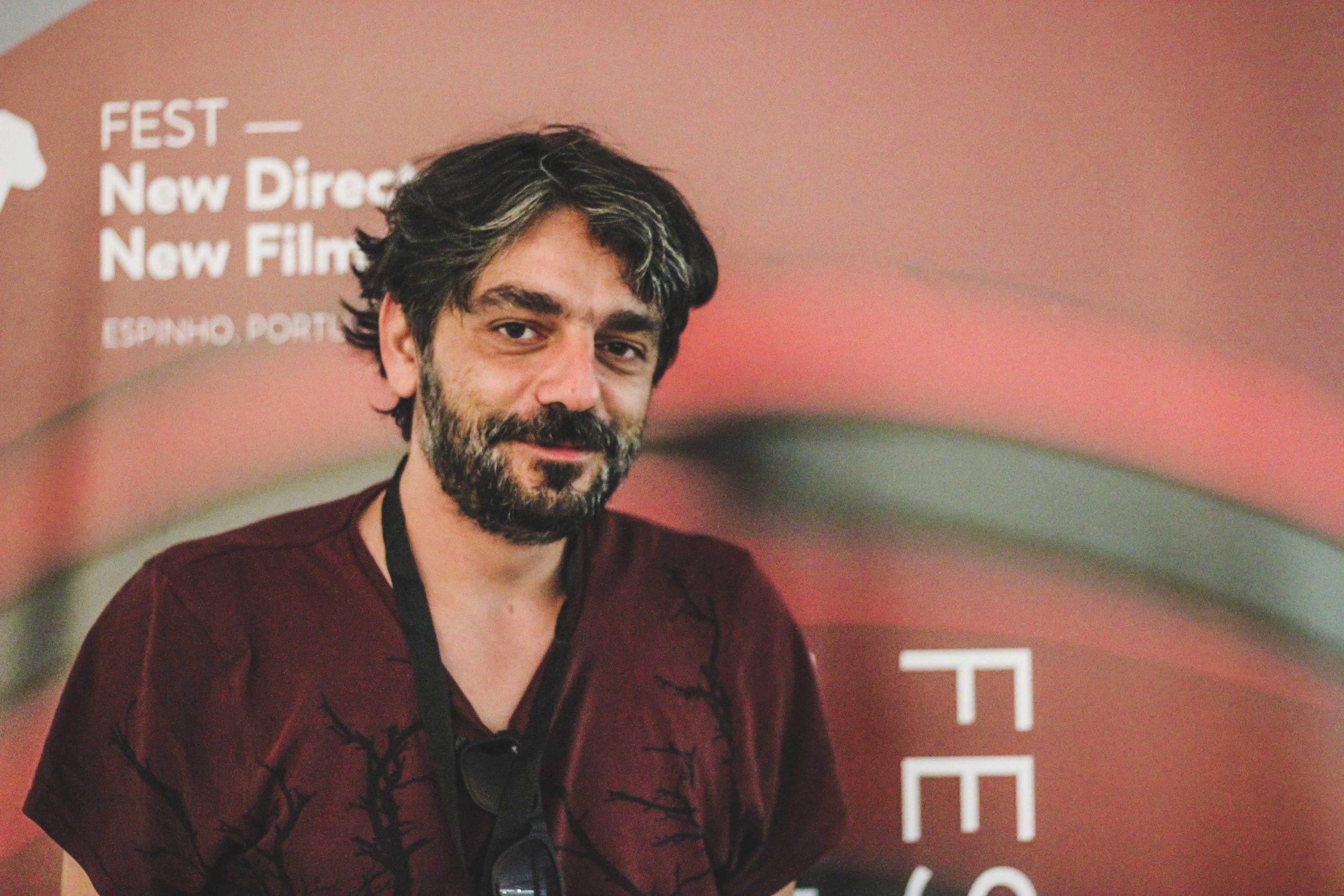 """Entrevista. André Gil Mata: a arte """"não é uma procura por dinheiro, é uma procura interior"""""""