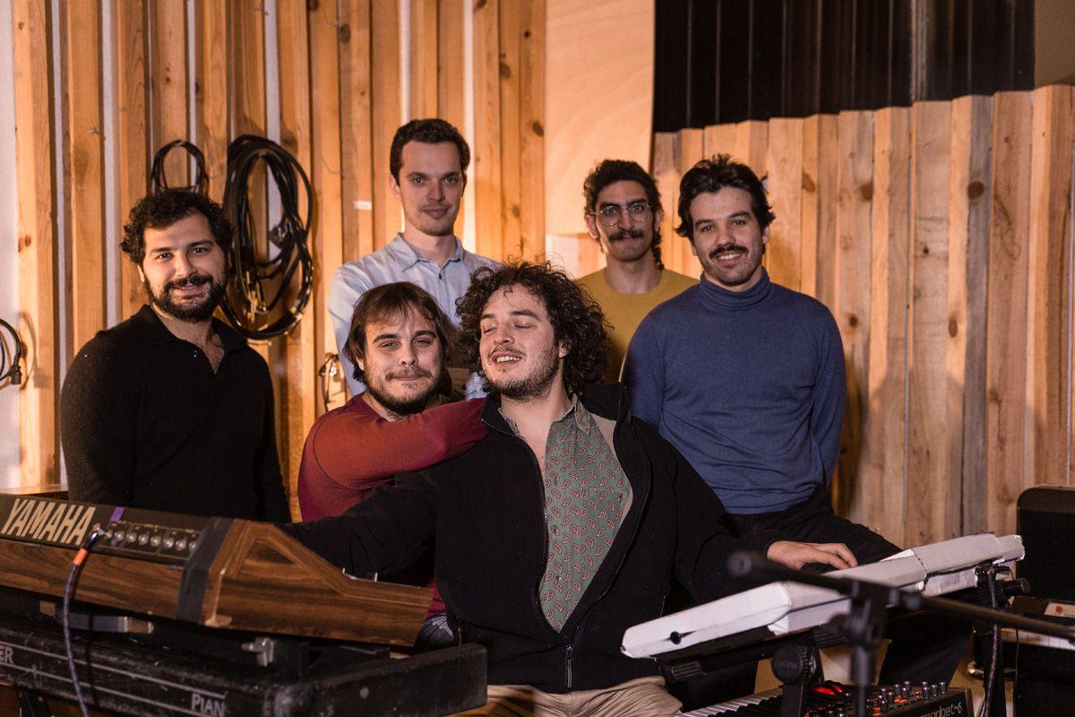 """Entrevista. Capitão Fausto e o concerto com orquestra: """"Sentimo-nos capazes de embarcar nesta aventura"""""""