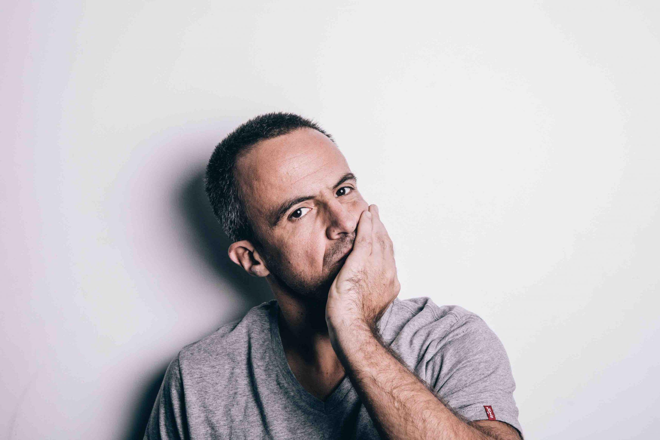"""Entrevista. Ivo Canelas """"As pessoas que conseguem, nos momentos mais desesperados, desatar a rir, são aquelas que sobrevivem"""""""