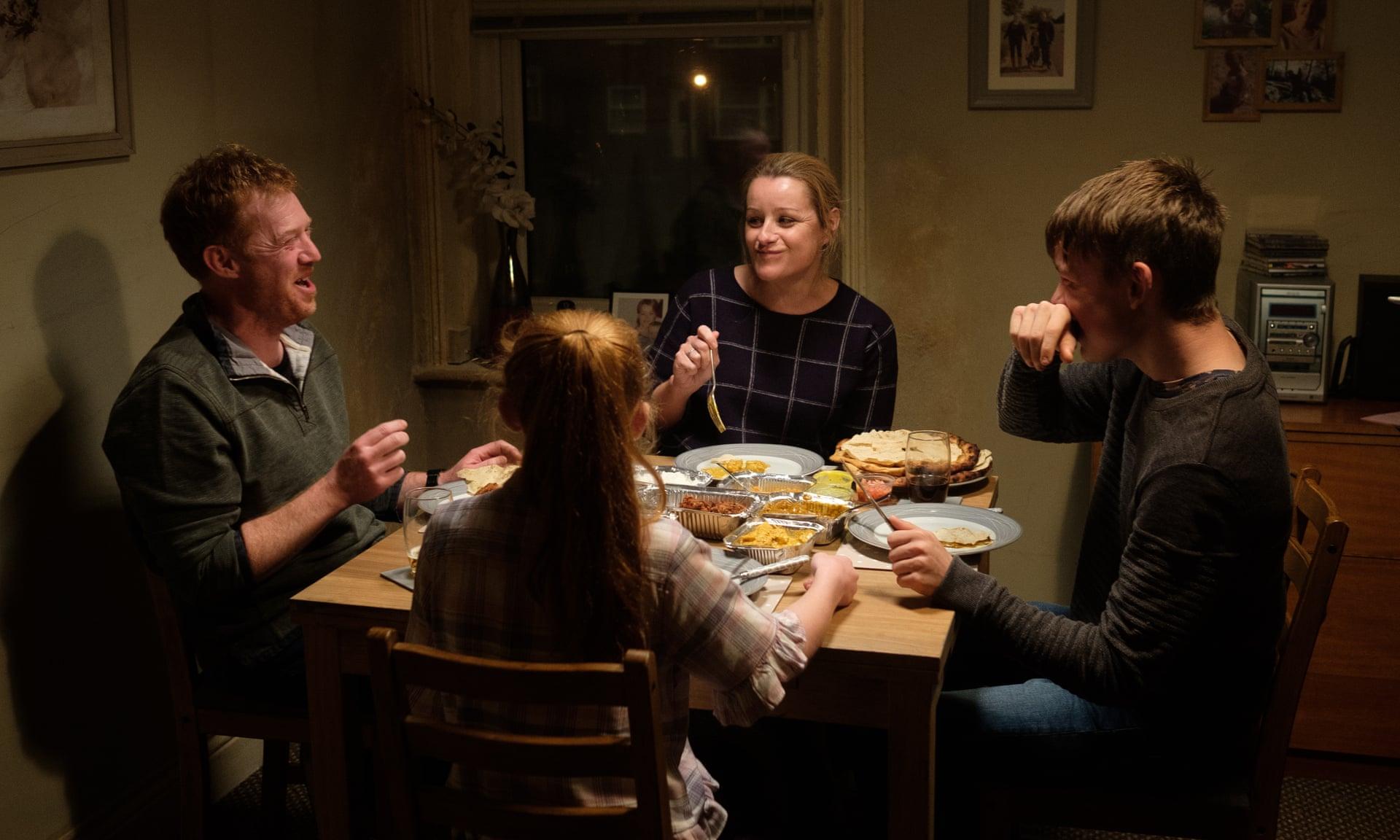 """""""Sorry We Missed You"""", de Ken Loach: uma família à beira do colapso"""