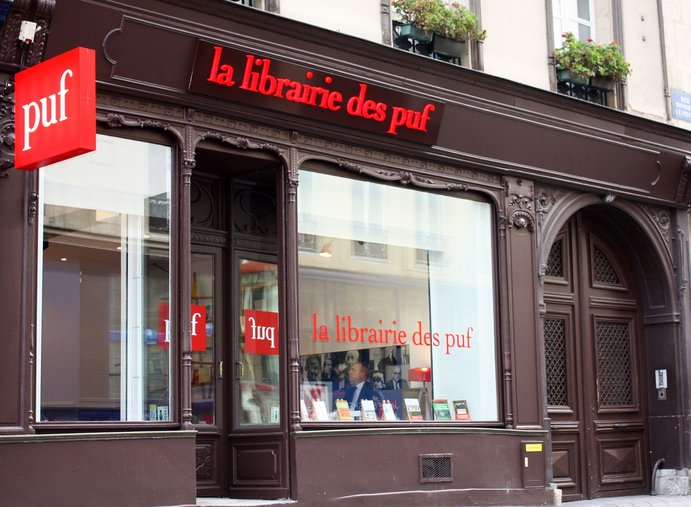 Librairie des Puf, a livraria que não faz stock e imprime até 5000 mil livros na hora