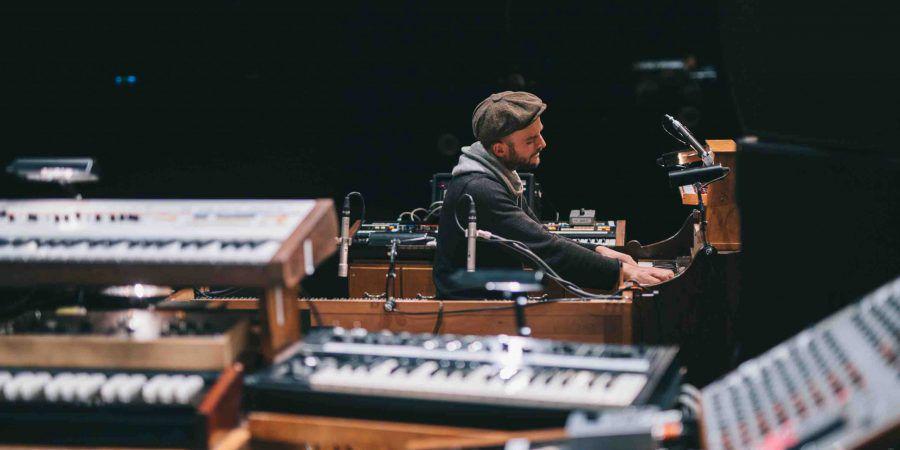 """Nils Frahm lança """"Empty"""" no dia do piano"""