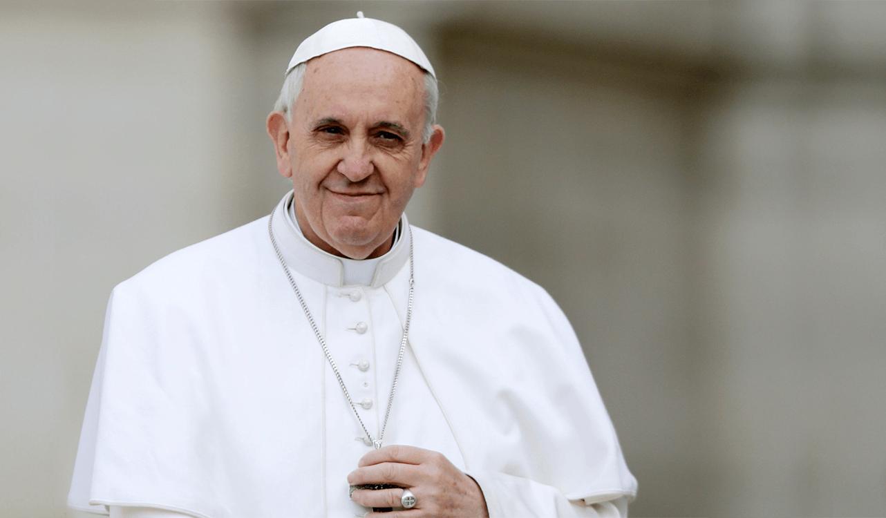 """Papa Francisco diz que migrantes """"não são ameaça ao cristianismo"""" e acusa China de perseguir Uigures, minoria étnica muçulmana"""