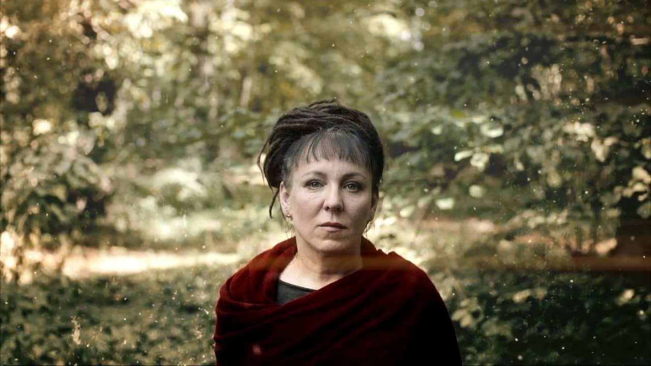 """""""Viagens"""", de Olga Tokarczuk: filosofia nómada de deixar um local, uma história e partir sem preocupação"""