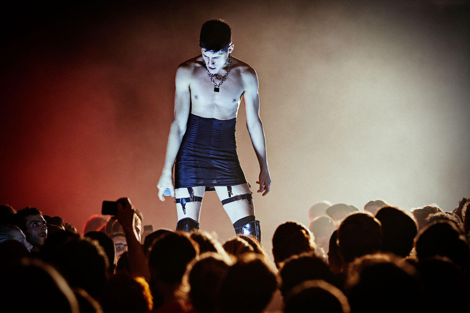 Arca confronta-nos com a sua voz no seu álbum homónimo