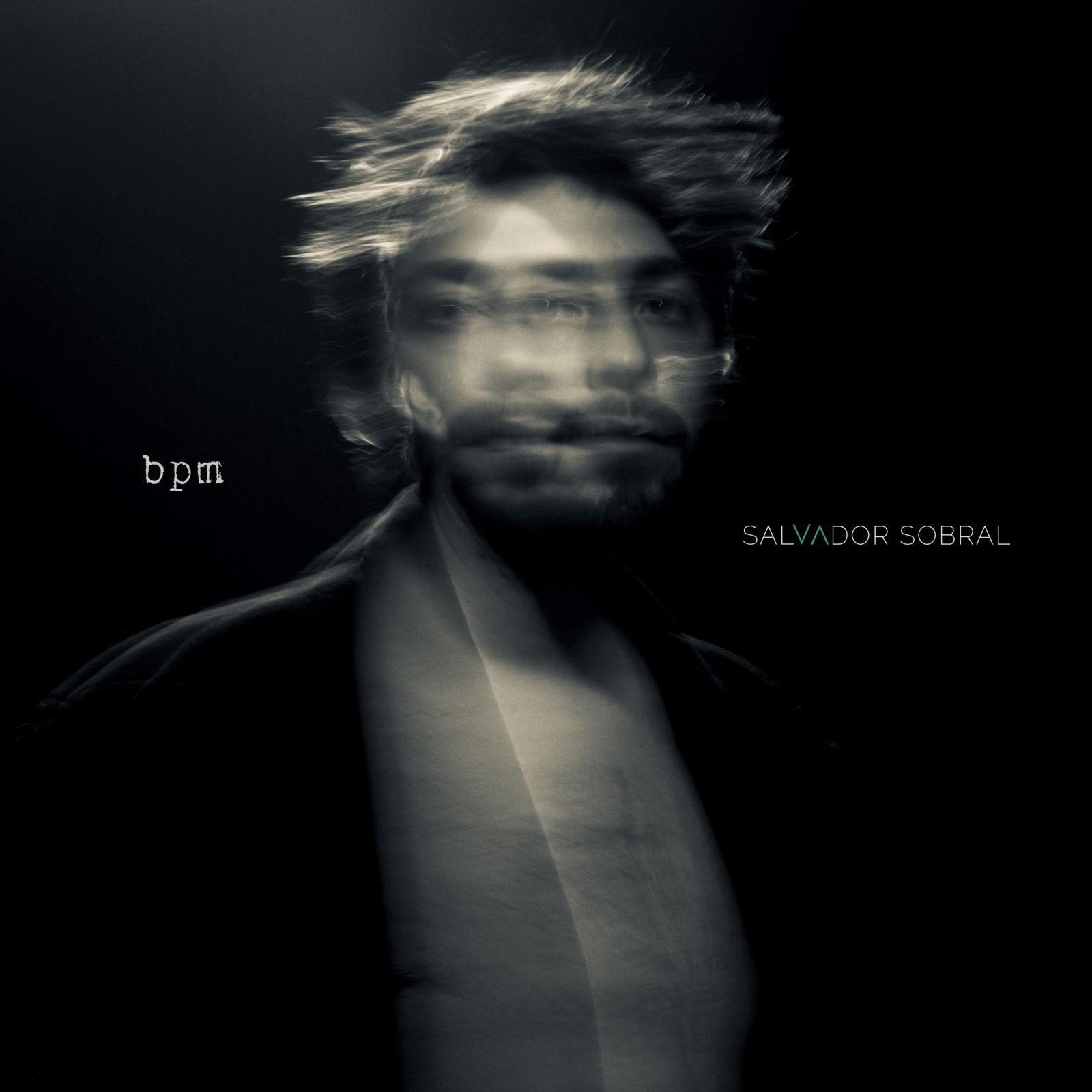 """Salvador Sobral lança novo disco """"bpm"""": """"Os batimentos do coração é o que dá pulso à música, o que a faz viver"""""""