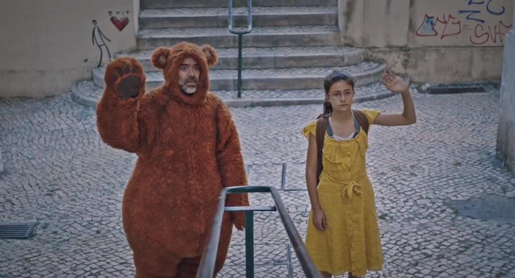"""O adeus à infância em """"Tristeza e Alegria na Vida das Girafas"""", de Tiago Guedes"""