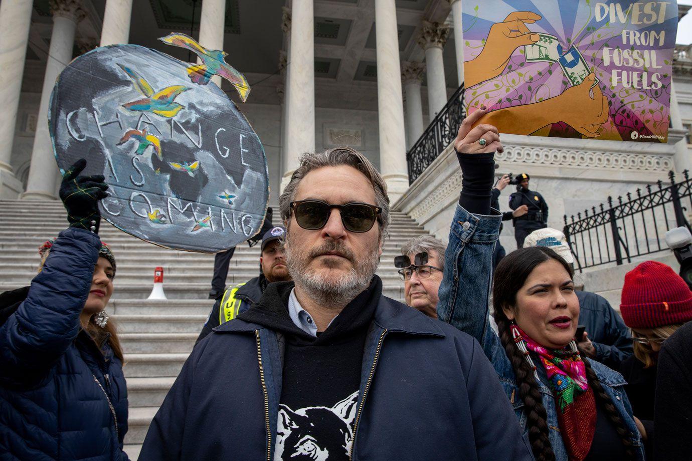 Joaquin Phoenix foi preso num protesto contra as alterações climáticas