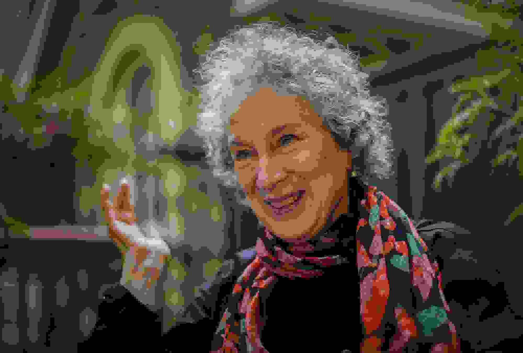 """Margaret Atwood vai continuar """"The Handmaid's Tale"""""""