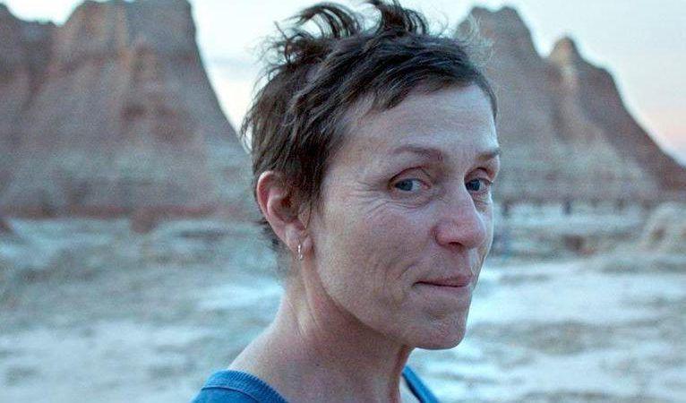 """""""Nomadland"""", de Chloé Zhao: o retrato de uma América à margem"""