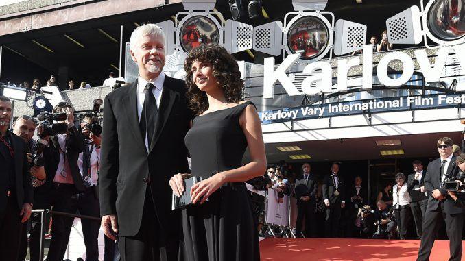 "KVIFF: Tim Robbins chama ""monstro"" a Trump ao receber Globo de Cristal em Karlovy Vary"