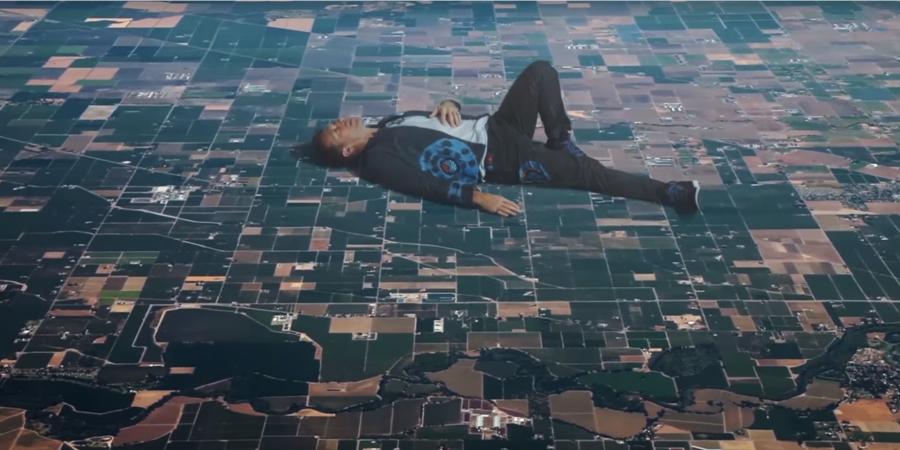 Nada é o que parece no novo videoclipe dos Coldplay