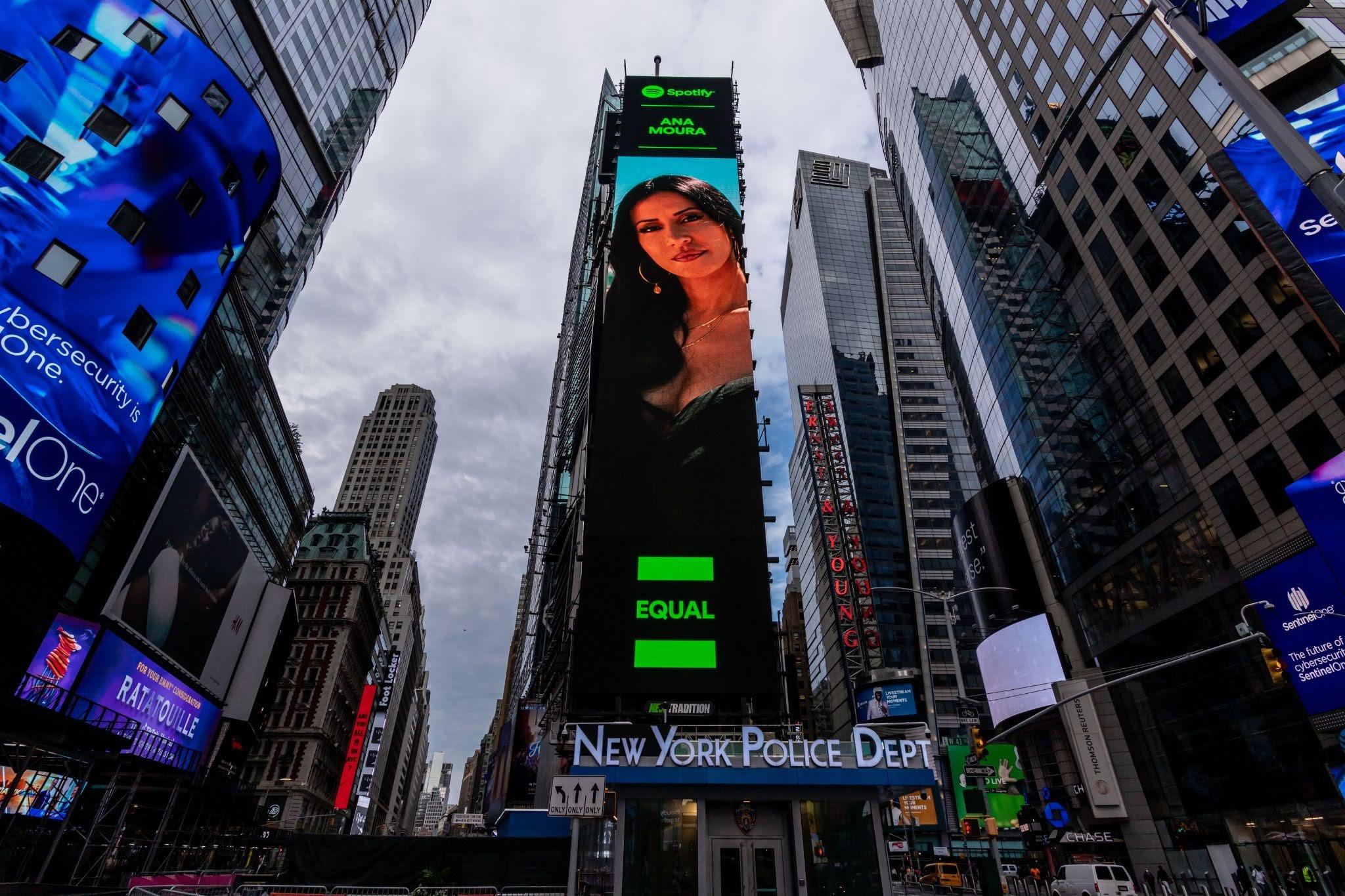 Ana Moura em grande destaque em Times Square em Nova Iorque