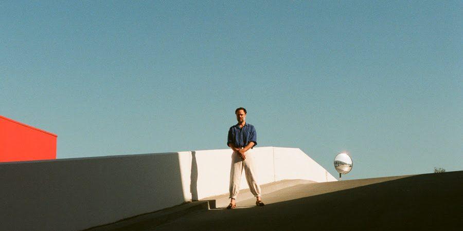 """Rodrigo Amarante revela """"Tango"""", terceiro e último single do novo álbum """"Drama"""""""