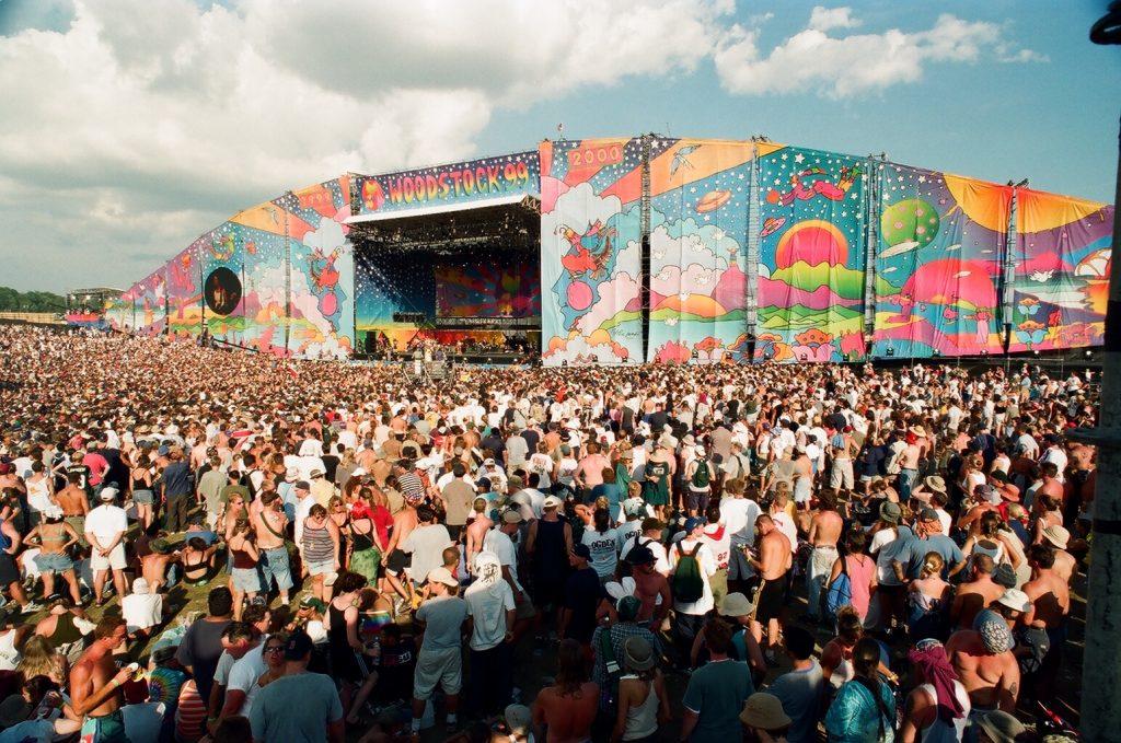 Documentário sobre Woodstock 99 estreia este mês. Um olhar sobre uma celebração icónica de harmonia tornada num caos
