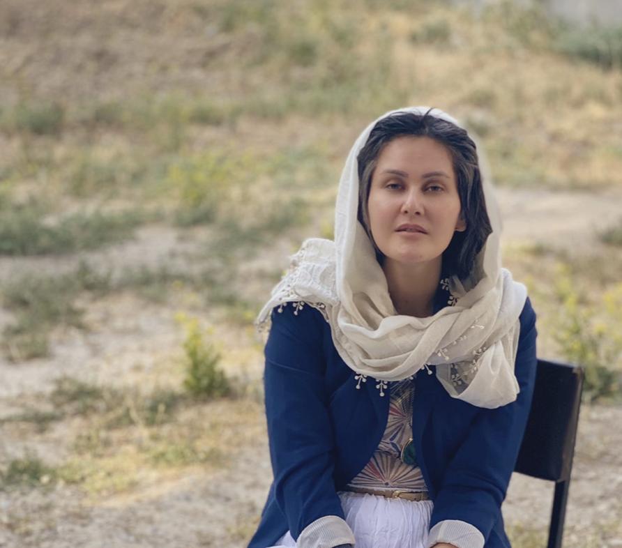 """Cineasta afegã Sahraa Karimi: """"Os talibãs vão banir toda a arte e retirar os direitos das mulheres"""""""