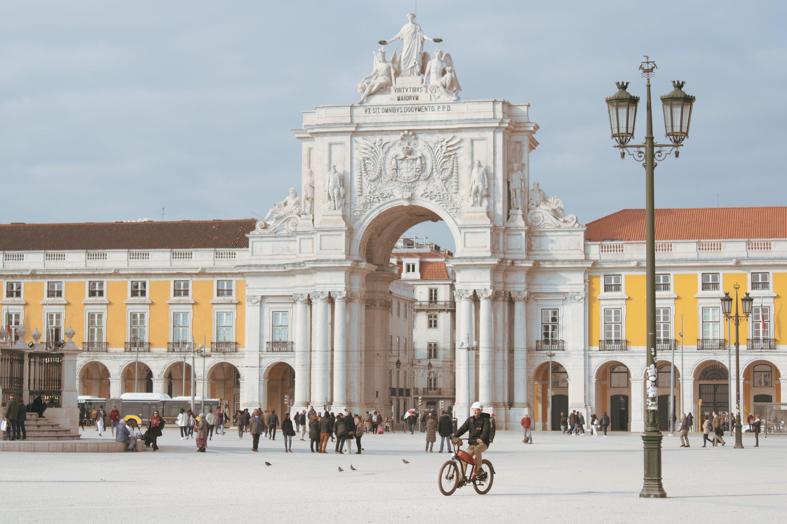 Os 230 entrevistam os 12 candidatos à Câmara Municipal de Lisboa